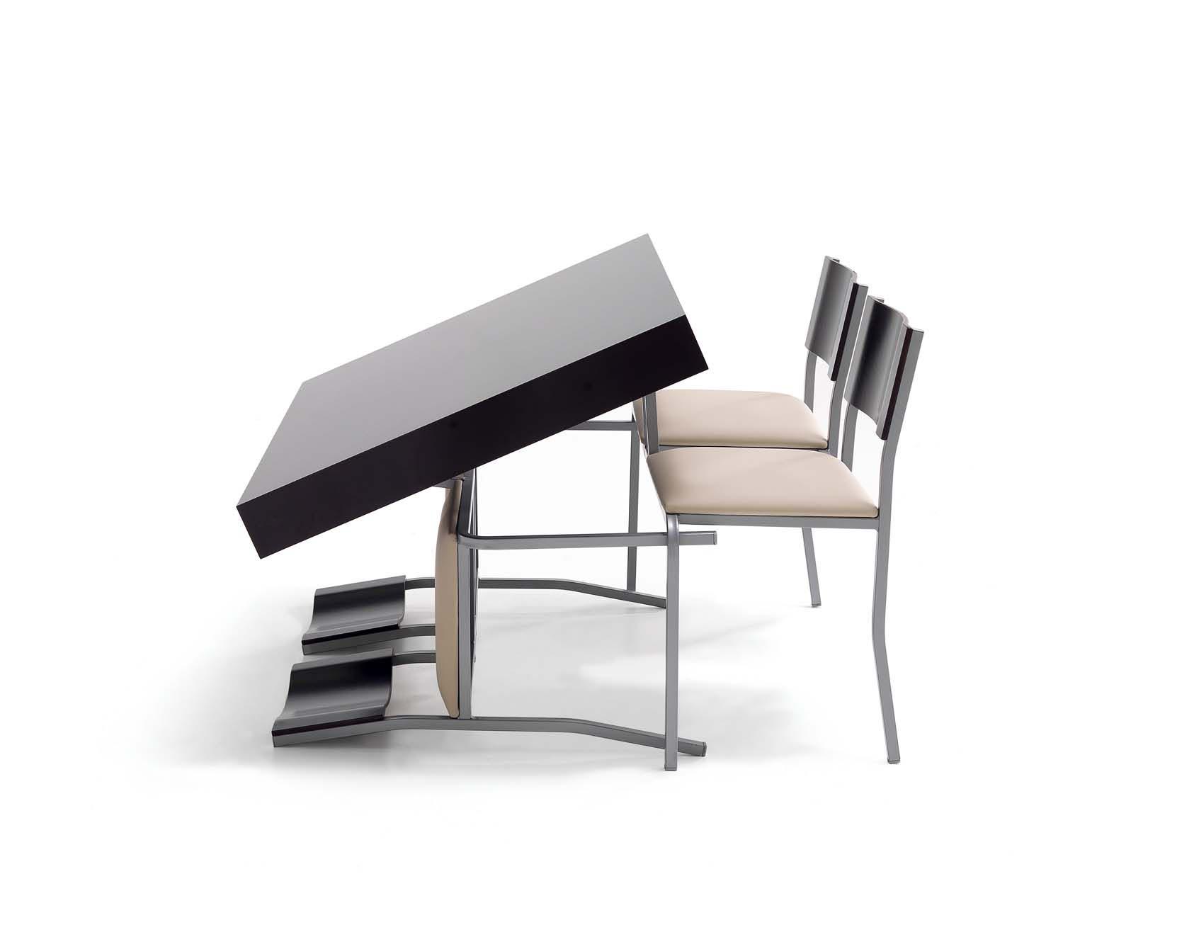Fidic mesa de centro elevable con las 4 sillas incorporadas for Mesa comedor transformable